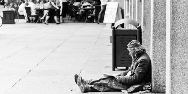 Ordinanze anti-mendicanti: di chi è lo spazio pubblico?